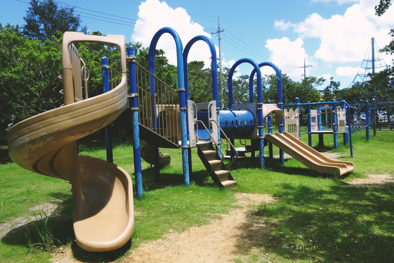 谷茶公園「本部町の公園」駐車場、バスケットコートあり