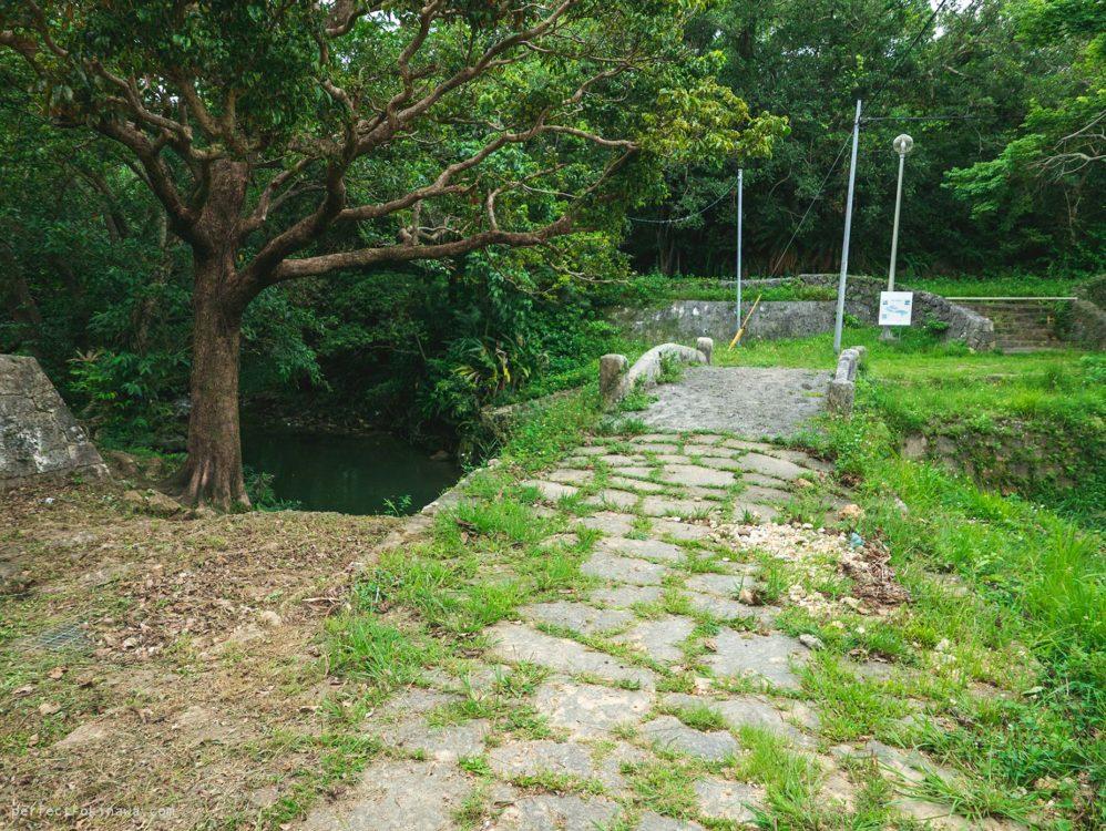 足下注意「当山の石畳道」普天間参詣道